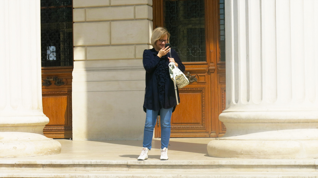 vor dem Athenaeum, Bukarest